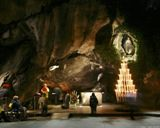 Prière à la grotte de Lourdes