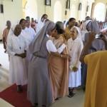 Féliciations aux deux professes par l'Assemblée (2)